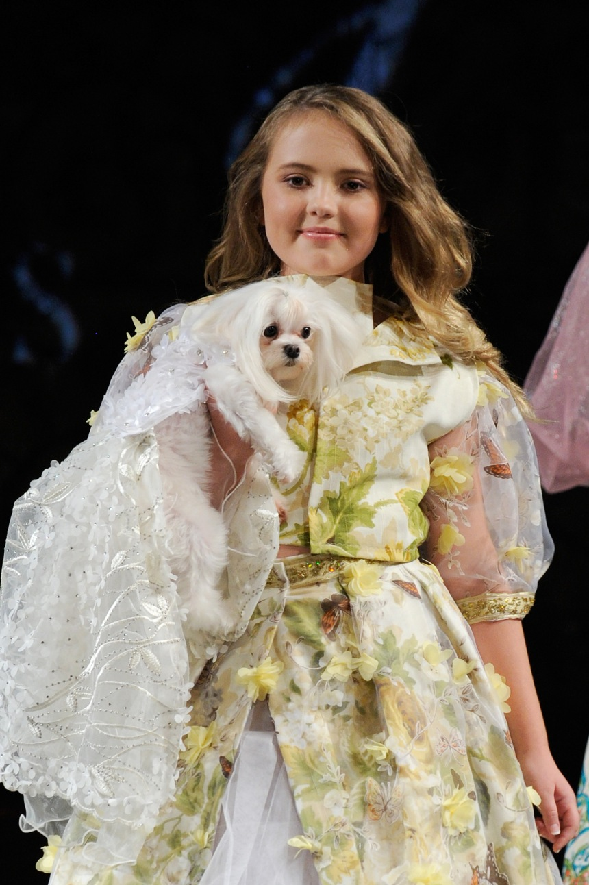 Anthony Rubio Spring/Summer 2018 Women's Wear & Canine Couture New York Fashion Week Photo by Arun Nevader - Getty Images Model: Briella Simpson Canine Model: Roxie